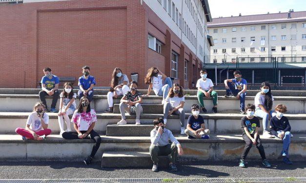 Los alumnos de 5º y 6º curso en la pantalla grande del Kursaal